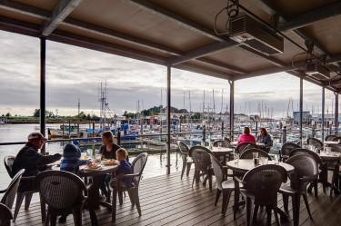 dock-shack-sitka-alaska-dining8